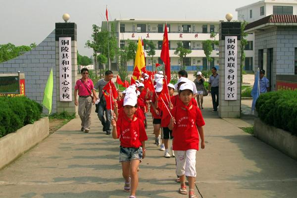 铜陵县西联乡犁桥村清洁家园新农村建设示范点,并在中共铜陵特支展览